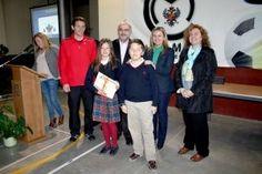 El concejal de Movilidad, Rafael Perezagua, y la concejal de Familia, María Teresa Puig, han entregado hoy sus diplomas a los escolares que han participado en las Jornadas de Educación Vial que el Ayuntamiento y la Policía Local han desarrollado en el Colegio Mayol y que ha contado con la presencia de más de 300 alumnos del centro.