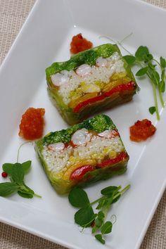 稲庭うどんを入れた野菜のテリーヌを作りました。 ここでは、この時期の野菜と言えば、フクタチ、ひろっこなどです。 旬の野菜を使うとよりいっそ...