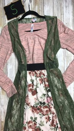 Look at this stunning LulaRoe outfit offered by @lularoebobbiesdreamers! To purchase, visit their Facebook group at https://www.facebook.com/groups/lularoebobbiesdreamers/
