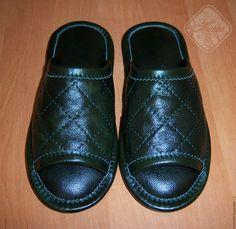 Обувь ручной работы. Ярмарка Мастеров - ручная работа. Купить Кожаные  темно-зеленые тапочки f1168c852276e