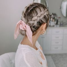 Pulled Back Hairstyles, Cute Braided Hairstyles, Work Hairstyles, Pretty Hairstyles, Pictures Of Hairstyles, Hairstyles For Nurses, Scrunchy Hairstyles, Cute School Hairstyles, Hairstyles With Braids