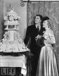 #KnotsAndHearts || Ronald Reagan and Jane Wyman on their wedding day, admiring the cake.