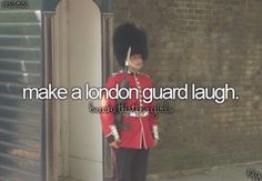 I've tried, its pretty much impossible. But he cracked a smile #beefeater #london #buckinghampalace