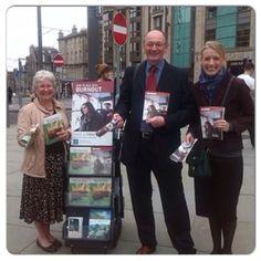 In Edinburgh, #Escocia, la predicación publica de Los Testigos con literatura bíblica gratis.  Jw.org. (In Edinburgh, Scotland, @pammy4paws)