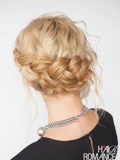 Tutorials and tips for curly hair plus how to fight fizz - check out Hair Romance's 30 Days of Curly Hairstyles ebook at http://www.hairromance.com/shop