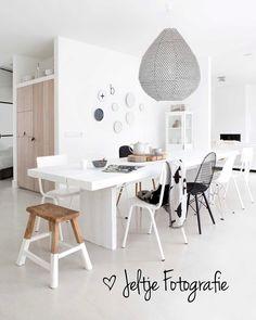 215 vind-ik-leuks, 10 reacties - Jeltje Fotografie (@jeltje_fotografie) op Instagram: 'Picture @jeltje_fotografie at @studio.ww #black &#white #fresh #chairs #diningtable #vtwonen'