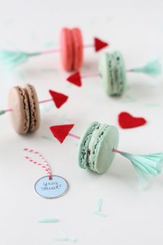 It never hurts to have the cutest dessert at the party, and these DIY Valentine arrow cookie picks will make sure you take the cake! Valentines Day Food, Valentine Treats, Valentine Day Crafts, Be My Valentine, Diy Craft Projects, Diy Crafts, Love Surprise, Day Date Ideas, Rose Cocktail