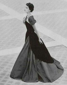 Vintage Dior, Christian Dior Vintage, Vintage Gowns, Vintage Couture, Vintage Glamour, Vintage Beauty, Vintage Outfits, Vintage Hats, Look Retro