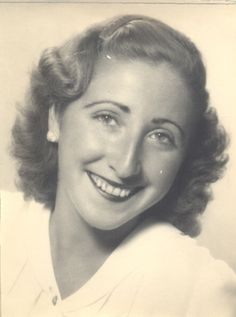 SARA BORRELL (1917, Madrid) Destacada por sus trabajos pioneros sobre análisis y metabolismo de hormonas esteroides, sus capacidades investigadoras y su trayectoria académica como una de las primeras expertas españolas en el metabolismo hormonal.