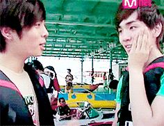 The Best K-pop Photobombs Ever the SHINee photo bombs are the best!