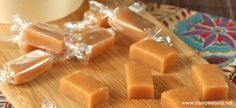 Te presentamos una receta súper fácil para hacer tus propios caramelos toffee caseros. En sólo 20 minutos tendrás los caramelos preparados con el clás... Mexican Food Recipes, Dessert Recipes, Caramel Recipes, Sin Gluten, Toffee, Nutella, Delish, Food Porn, Food And Drink