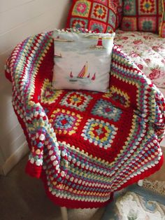 Love these colors and the mix of small squares and big granny squares.What a great baby gift!
