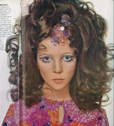 Ciao Vogue - Your online magazine cabinet Patti Hansen, Lauren Hutton, Pelo Vintage, 1960s Hair, David Bailey, Vogue, 1960s Fashion, Vintage Hairstyles, Supermodels