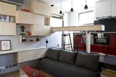 Un pequeño estudio de 16m2 ocupando el espacio de lo que fue anteriormente un cuarto de baño de una gran vivienda. Sus propietarios decidieron destinar esta estancia a la construcción de un mini apartamento para su hijo estudiante.