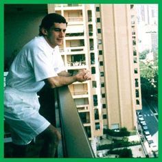 regram @oficialayrtonsenna Relaxando após uma temporada cansativa. / Relaxing after a tiring season. #NeverForgotten #SennaEterno #SennaForever #Senna #RememberSenna #AyrtonSenna #F1 #Legend #Champion #Formula1 #F1Driver