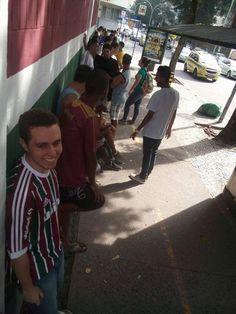 Torcida do Fluminense enfrenta fila por ingresso para jogo contra Vasco #globoesporte