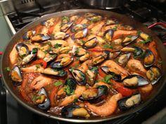 Recept Paella Mixta met Gamba's, Mosselen, Inktvis en Kip - Happy Paella