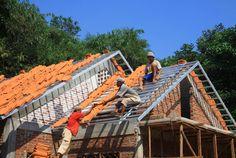Tujuh Masalah Atap Rumah Dan Solusinya | 28/11/2014 | SolusiProperti.com - Atap merupakan salah satu bagian terpenting dari rumah. Atap yang bermasalah atau rusak, tentu dapat menyebabkan ketidaknyamanan dalam rumah. Ada tujuh masalah yang sering terjadi ... http://news.propertidata.com/tujuh-masalah-atap-rumah-dan-solusinya/ #properti #rumah #desain