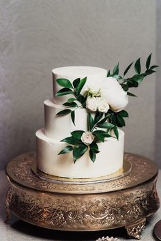 Thie simple three-layered cake features greenery + white flowers & Image by Eden Strader Photography Pretty Wedding Cakes, Wedding Cake Rustic, Beautiful Wedding Cakes, Wedding Cake Designs, Wedding Cake Toppers, Elegant Wedding, Perfect Wedding, Wedding Cake Simple, Wedding Cake Flowers