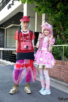 Street snaps of lots of fun people at Harajuku Fashion Walk in Tokyo - with creative looks ranging from colorful kawaii to dark gothic. Fashion Walk, Tokyo Fashion, Harajuku Fashion, Kawaii Fashion, Lolita Fashion, Cute Fashion, Fashion Styles, Womens Fashion, Asian Street Style