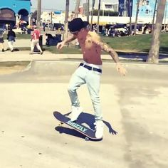#JustinBieber Is Seriously SeXXXy Shirtless Skater With NEW Girl (friend?!) @ Venice Beach LA - CHECK HERE!!!