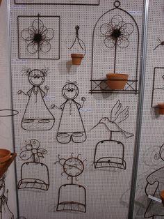 Triciclo grande. O preço dos bonecos é sem os vasos.Mas o vaso é vendido separadamente. Desconsiderar preços destas fotos,e consultar tabela...