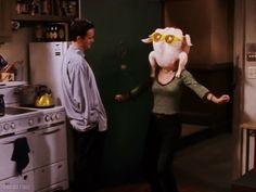 When Monica put a turkey on her head and did this little dance for Chandler. When Monica put a turkey on her head and did this little dance for Chandler. Friends Tv Show, Serie Friends, Friends Gif, Friends Moments, Friends Episodes, Tv Episodes, Monica E Chandler, Chandler Bing, Friends Thanksgiving Episodes