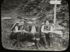 Women hikers of the 1920s