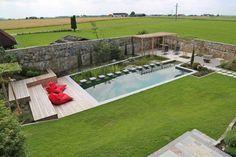 Une piscine écologique au fond du jardin