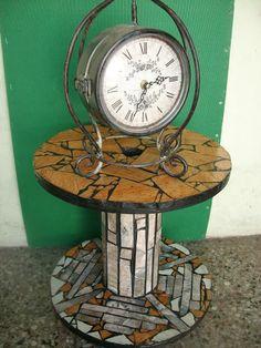 Reciclar, Reutilizar y Reducir : Mesas de bobinas de cable acabadas con mosaicos