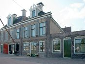 Hotel Lemmer  Description: Hotel Lemmer is gevestigd in Lemmer. Lemmer is door haar ligging aan het IJsselmeer en de Groote Brekken een watersportdorp bij uitstek maar ook de wandelaar en de fietser kunnen er uitstekend terecht. Gaasterland en de Noordoosterpolder nodigen u uit tot een geweldige tocht in de mooie natuur.Hotel Lemmer is gerealiseerd in een oud pand uit 1937 aan de Vissersburen 14 te Lemmer. Het hotel is rustig gelegen aan de rand van het centrum. Alle voorzieningen zoals de…