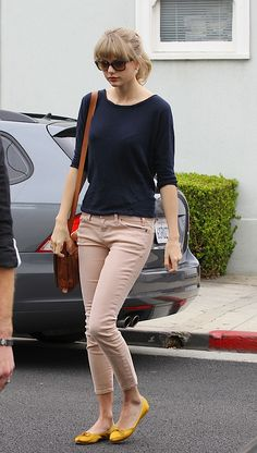 2012_Taylor-Swift-Leaving-a-friends-house-in-West-Hollywood1_fadedyouthblog-thumb-466x821-91926.jpg (465×821)