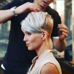 Pixie cut, blonde
