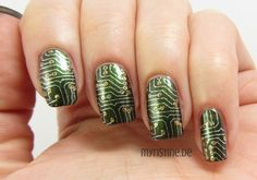 Green Circuit Nails mit Green On The Runway (OPI, Coca-Cola)