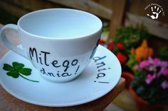 Filiżanka miłego dnia, ręcznie malowana!  Hand painted cup with polish inscription 'have a nice day'!  #handmade #handpainted #cup #diy #gift #clover #haceniceday #filiżanka #prezent #miłegodnia Mugs, Tableware, Diy, Dinnerware, Bricolage, Tumblers, Tablewares, Do It Yourself, Mug