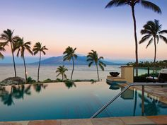 Condé Nast Traveler readers vote for their favorite resorts in Hawaii. Which island is home to the top spot? Is your money on Kauai or Maui? Counting down from 30, here are the best resorts in Hawaii, as rated in the 2017 Readers' Choice Awards survey.