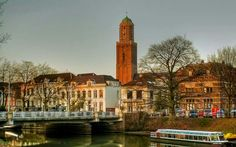 De Peperbus es una torre de estilo gótico tardío en Zwolle perteneciente a la Basílica de la Virgen