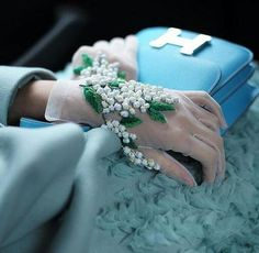 The most divine beaded and embroidered gloves via @milanoimai