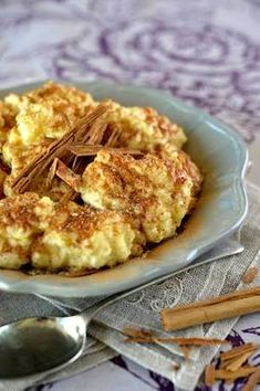 Maak hierdie heerlike sagokluitjies as nagereg South African Recipes, Ethnic Recipes, Black Magic Cake, Kos, Macaroni And Cheese, Deserts, Good Food, Dessert Recipes, Thanksgiving