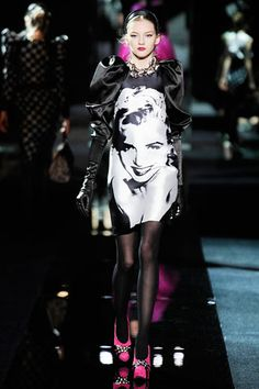 Dolce & Gabbana Fall 2009 Ready-to-Wear Collection Slideshow on Style.com