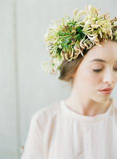 Organic style flower crown DIY Tutorial