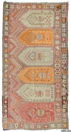 Vintage Artvin kilim rug hand-woven in mid 20th century and in very good condition. Artvin is located in the northeastern Black Sea region of Turkey.