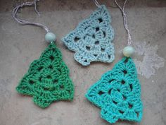 The Purple Elephant: Recipe for Small Crocheted Christmas Trees Crochet Christmas Decorations, Crochet Christmas Ornaments, Holiday Crochet, Christmas Knitting, Christmas Crafts, Crochet Tree, Crochet Quilt, Diy Crochet, Crochet Crafts
