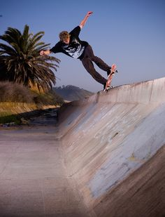 AWESOME RAW FOOTAGE OF ULTIMATE SKATEBOARDING MOVES BY WES KREMER!