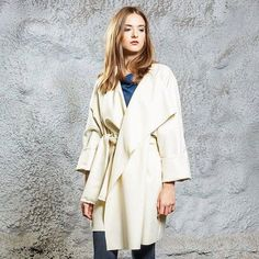 """Herbst-Begleiter """"Kimono Creme Coat"""" von unserem Lieblingsbrand @dibasediva http://ift.tt/2dsDj5t #lieblingsbrand #shoplocal #weloveaustriandesign #supportyourlocals #onlineshop #happyshopping #localfashion #fashion #slowfashion #ethical #sustainable #dibasediva #kimono #coat #autumn #fall #happysunday #sunday #austria #vienna"""