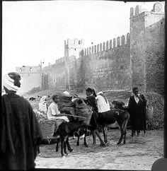 Sousse  Remparts   Sous les remparts, tunisiens sur des ânes   1913 Middle East, Old Photos, Past, Vintage, Dolphins, Old Pictures, Past Tense, Vintage Photos, Old Photographs