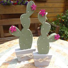 Die 3. Form meiner Kakteensammlung ist auch fertig. Die lateinischen Namen kenne ich leider nicht, ich habe diese Form einfachhalber Blattkakteen genannt. Auch diese beiden wurden aus 18 mm Leimholz, sowie 28 mm Massivholz für den Topf gefertigt. Ich habe meinen Kakteeen unterschiedliche Cactus Craft, Cactus Decor, Wood Crafts, Diy And Crafts, Cactus Leaves, Wooden Art, Leaf Shapes, Diy Birthday, Home Design