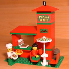 Lego Custom Pizza Restaurant by Dadventuredan - find him on ebay