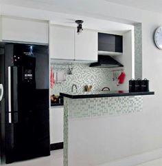 Fotografie Plánované kuchyně Malé 48 Kitchen Remodel, Casa Clean, Modern Kitchen Cabinets, Kitchen Interior, Kitchen Design, Kitchen Decor, Kitchen Island, Black Appliances, Kitchen Appliances