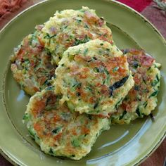 Zucchini Cakes with Feta Cheese and Red Onion – these are so delicious, healthy and easy to make! Zucchini Cakes with Feta Cheese and Red Onion – these are so delicious, healthy and easy to make! Vegetable Recipes, Vegetarian Recipes, Cooking Recipes, Healthy Recipes, Healthy Snacks, Healthy Eating, Vegetable Dishes, Yummy Food, Tasty